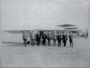 原町飛行場は昭和12年、県営に移管された。しかし原町当局の熱心がそうさせたが県は乗り気ではなかったと当時の新聞にある。