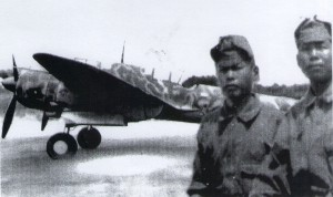 二式複座戦闘機と整備兵